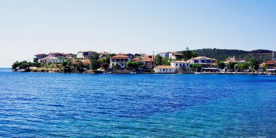 Trizonia Island: a quiet destination